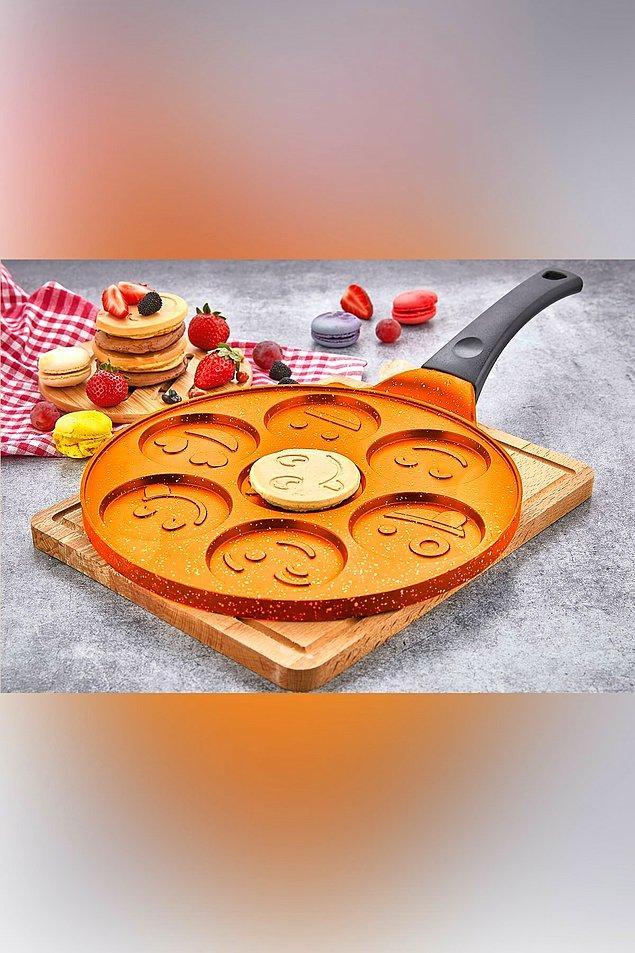 8. Sabahları sinirli mi uyanıyorsunuz? Bu gülen yüzlü pancakeler sayesinde sizin de yüzünüz güler belki kim bilir...