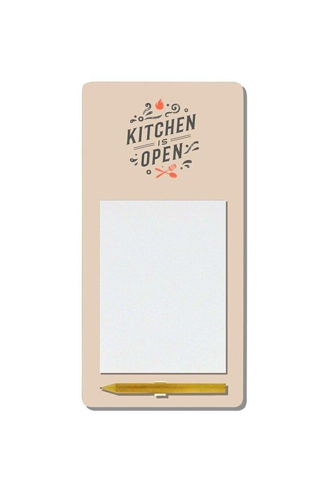 9. Aklınıza geldiği anda yazmazsanız unutanlardansanız, buzdolabının üzerine yapıştırabileceğiniz bu magnetli not defteri, çok işinize yarayacak.