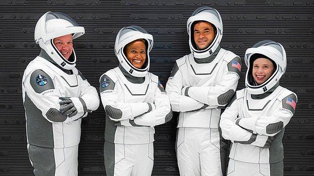 4 kişilik sivil ekibin 3 gün boyunca dünyanın etrafında tur attığı Inspiration4 uçuşu, uzay turizmini resmen başlatmış oldu.
