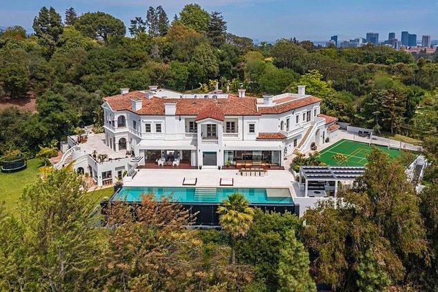 Bu servetinin 70 milyon dolarlık bir kısmını da satın aldığı yeni malikânesine harcamış! Hatta bu harcamasıyla Los Angeles'ta bu sene yapılan en pahalı satışlar arasına bile girmiş.
