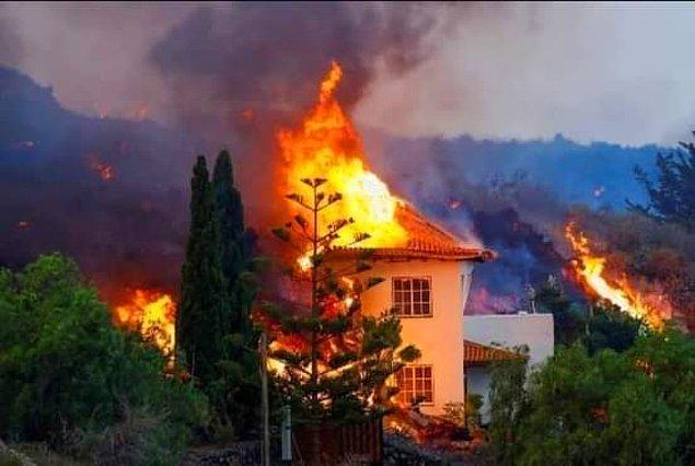 Yanardağın aktif hale gelmesinden dolayı zarar gören bir ev. 👇