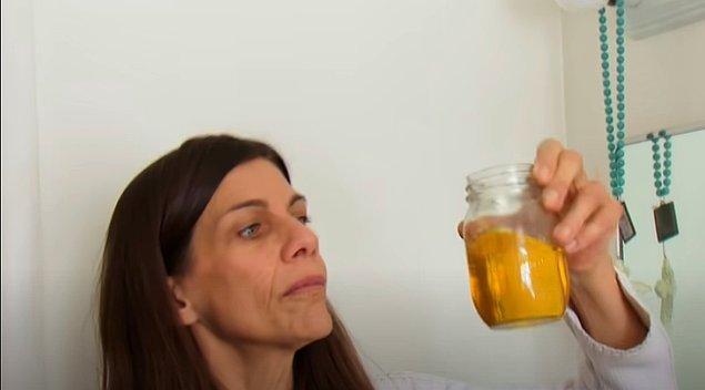 İdrar içmenin su içmekten daha kolay geldiğini söyleyen Carrie'ye göre idrarın tadı bazen tuzlu bazen de erik aromalı gazozu andırıyor. Hatta limonlu gibi geldiği de oluyor.