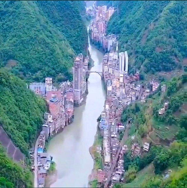 13. Dünyanın en dar şehri olma özelliği taşıyan ve Çin'de bulunan Zhaotong: