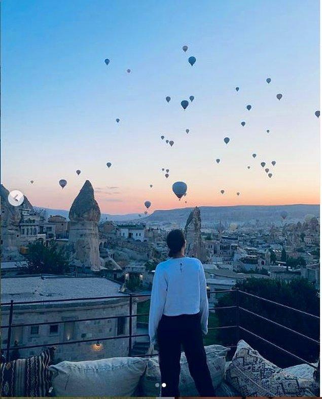 Kapadokya'da balonların muhteşem görüntüsüyle beraber çektiği bu fotoğrafı da 1.1 milyon kişi beğendi.