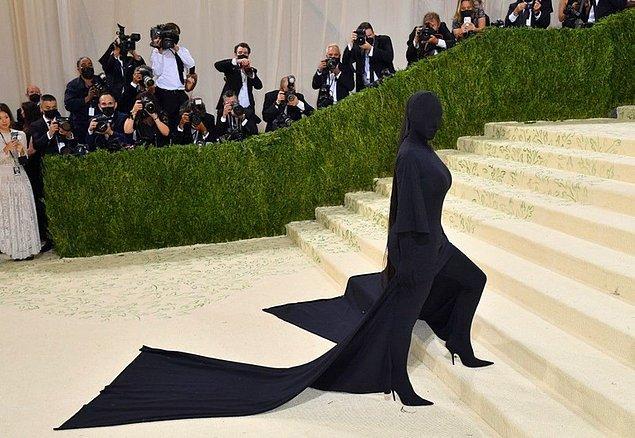 En son Met Gala'da giydiği simsiyah kostüm ile mizahşörlerin diline düşmüştü.