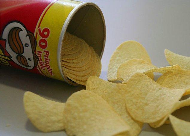 25. P&G şirketi, uzun bir süre Pringles'ın patates cipsi olmadığını öne sürmüş. İngiltere Yüksek Mahkemesi patates cipsi olduklarını kanıtlamış ve P&G'den 160 milyon dolar vergi talep etmiş.