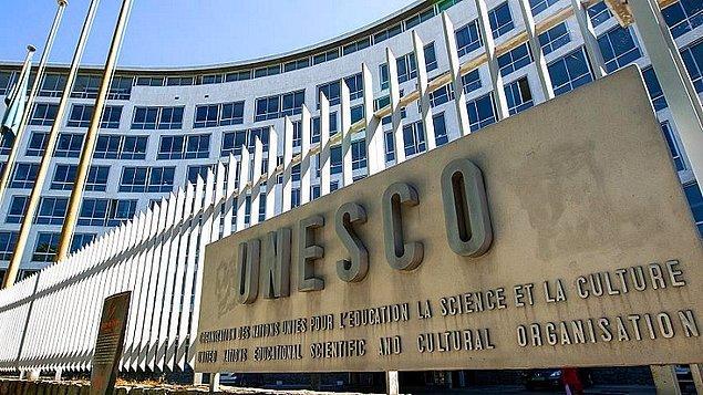 Birleşmiş Milletler Eğitim, Bilim ve Kültür Örgütü'ne (UNESCO) göre tablet, 1991 yılında Irak'taki müzeden çalındı ve 2007 yılında yasa dışı yollarla ABD'ye sokuldu.