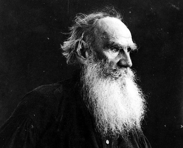 18. Tolstoy'un 48 yıllık evliliğinden 13 çocuğu vardı ancak 82 yaşında evinden ayrılma kararı aldıktan sonra bir tren istasyonunda donarak hayatını kaybetti.