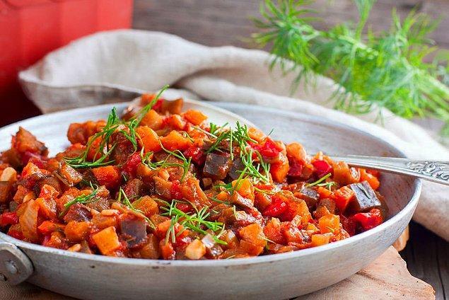 5. Sevmediği yemeklerden biri patlıcandır.