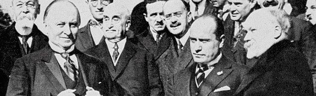 Dışişleri Bakanı Lord Curzon, Fransa'yla buzları eritmek adına Paris'e gider. Burada Başbakan Poincare'nin hışmına uğrasa da ittifak devletlerini tekrar bir araya getirmeyi başarır.