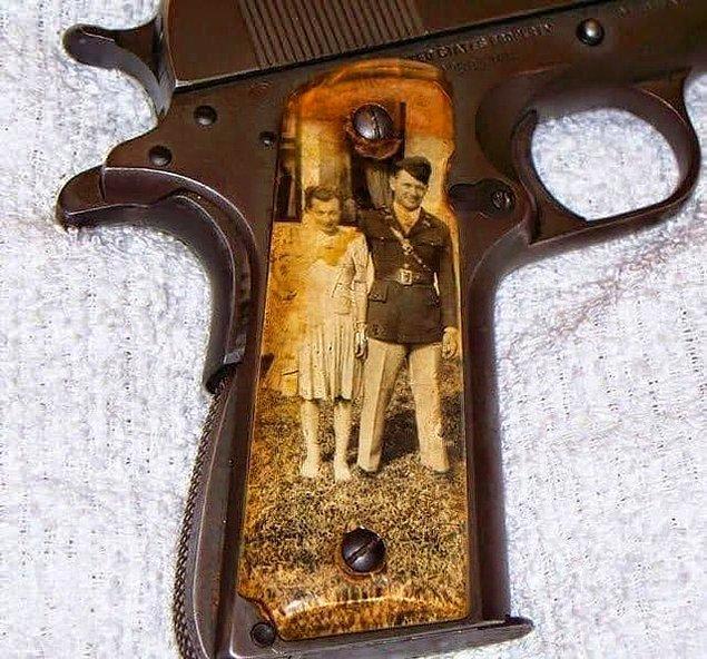 11. İkinci Dünya Savaşı esnasında bazı askerler silahlarına ailelerinin fotoğraflarını bu şekilde yerleştirirlermiş.