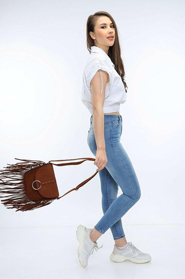 9. Şööyle püsküllerinizi savura savura neyle taksanız yakışacak bir çanta daha!
