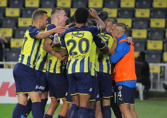 Fenerbahçe, Ferdi Kadıoğlu ve Mesut Özil'in attığı gollerle sahadan 2-1 galip ayrıldı.
