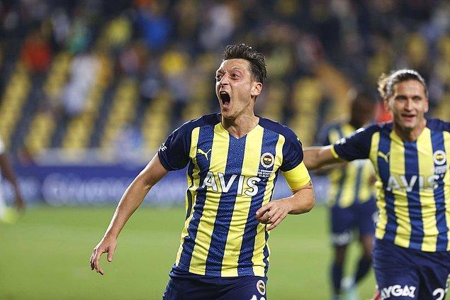 Trabzonspor, Beşiktaş ve Galatasaray'ın puan kaybettiği haftada hata yapmayan Vitor Pereira yönetimindeki Kanarya, 13 puanla 4. sıraya yerleşti.