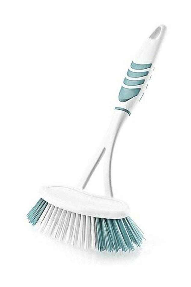8. Günlük kullanımda değil belki ama yatay ve büyük formuyla detaylı temizlikte çok işinize yarayacak bir tuvalet fırçası...