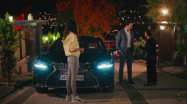 Feride Hanım karşı apartmandan izlerken Sedat'ın arabaya binip gittiğini gördü, ve hemen nerede olduğunu tahmin etti; Cana'nın yanı.