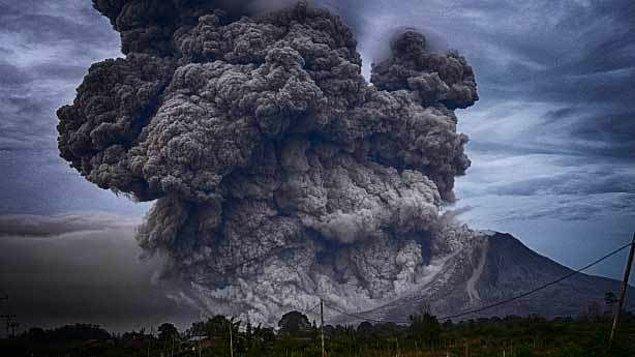 Milattan sonra 526 yılında her şey normal gidiyordu ta ki nereden geldiği bilinmeyen kara bir bulut tüm gökyüzünü kaplayana kadar...