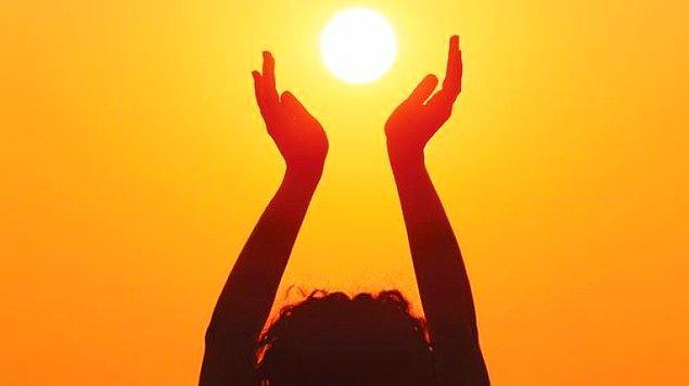 Meyve ve sebzelerin güneş görememesi kadar önemli başka bir şey daha vardı: İnsanlar güneşten gelen D vitaminini alamıyordu çünkü her yer karanlıktı.