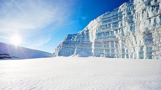 Bu zamanda hava sıcaklıkları düştü ve yaz aylarında 35 derece olması gereken yerlerde kar yağdı.