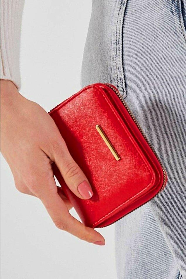 1. Basic model bir cüzdan arıyorsanız bu kırmızı cüzdan tam sizlik!