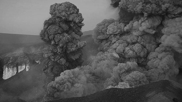 Peki o dönemin insanlarının asla bilemediği bu kadar korkunç etkiler doğuran kara bulut tam olarak neydi?