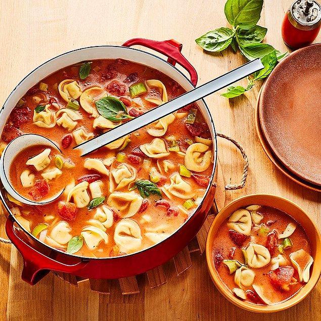 10. Tarhana ile yapılan her lezzeti seviyorum diyorsanız, sizi tıka basa doyuracak tarhanalı mantı!