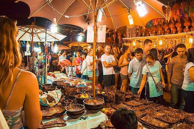 3. Tayland'da bulunan Chiang Mai Gece Pazarı