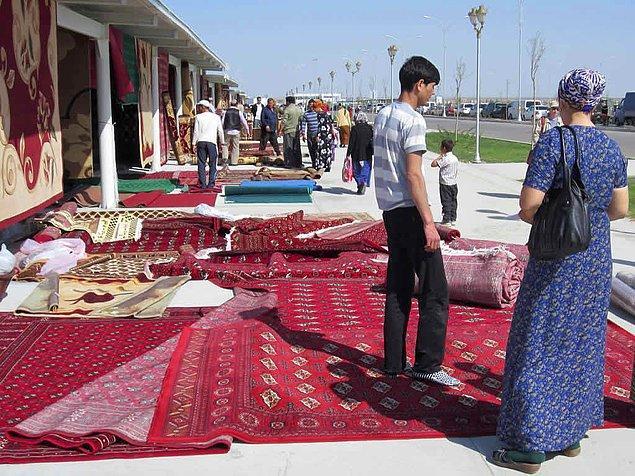12. Türkmenistan'ın başkenti Aşkabat'ta bulunan Altın Asır Pazarı