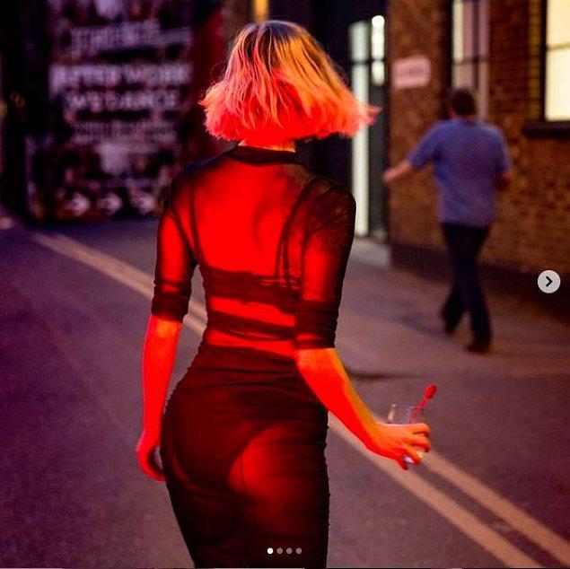 Transparan elbisesiyle seksi bir paylaşım daha!