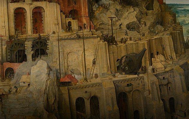 Kule üzerinde ise inşaatta çalıştırılan vinçler, tuğla temeli ve henüz tamamlanmamış bina iskeletini görüyoruz.