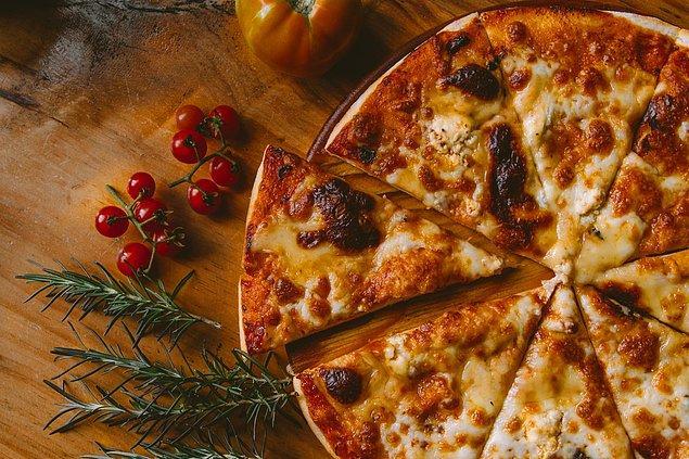 5. Bir pizza yemek, hayatınızı 7 dakika 8 saniye kısaltır.