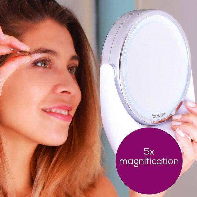 7. Makyaj yaparken detay önemlidir. Evde yeterli ışığınız olsa bile bu ışıklı aynalar çok işinize yarayacak.