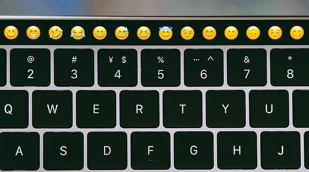 13. 2021 yılında en çok kullanılan emoji 😭 olmuştur.