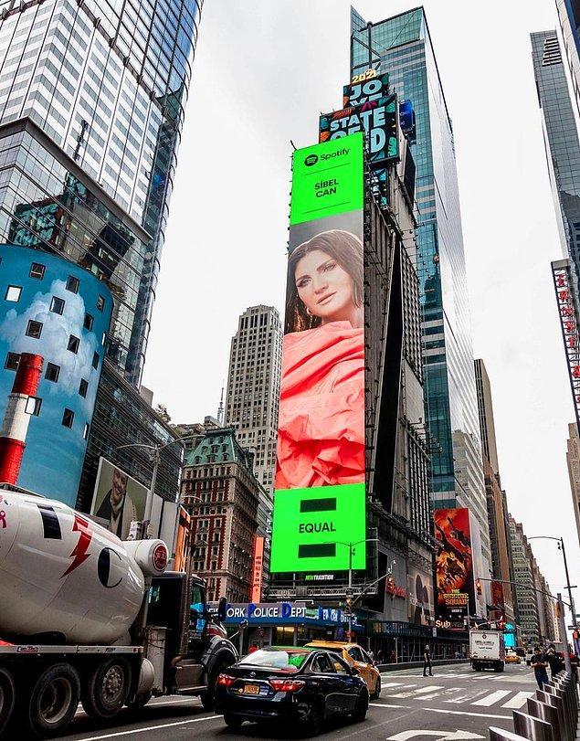 9. Sibel Can, New York Times Square'de çıkarak bizleri gururlandırdı!