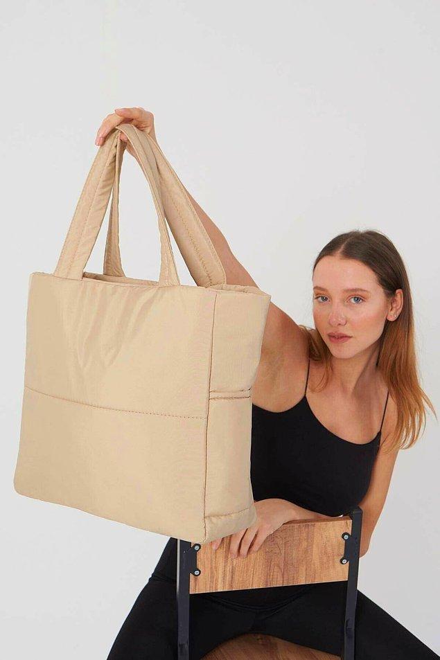 8. Spor giysilerle rahatlıkla kombinlenebilecek bir çanta.