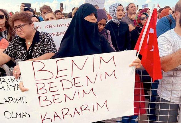 Özellikle Abdurrahman Dilipak ve Sema Maraşlı'nın başını çektiği grup her gün Twitter'da etiket kampanyaları düzenliyorlar. Geçtiğimiz yıl İstanbul Sözleşmesi aleyhinde sosyal medyada kampanya yürüten ikili bu defa aşı karşıtı kampanyanın öncüleri. İstanbul Sözleşmesi karşıtlarına göre bu sözleşmenin amacı aileyi yıkmak ve hepimizi eşcinsel yapmaktı.