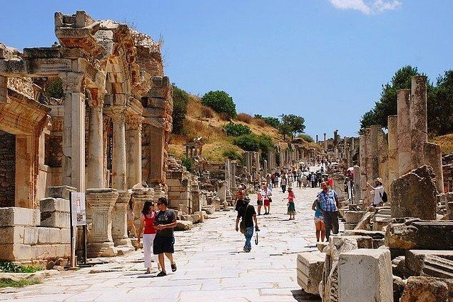 Güneydoğu Anadolu'da Göbeklitepe, İç Anadolu'da Çatalhöyük ve Hattuşaş, Ege'de Efes ve Bergama...