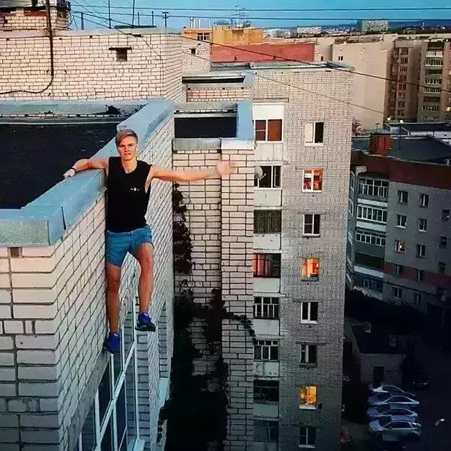 7. Instagram'da paylaşmak için fotoğraf çekmeye çalışırken fotoğrafta görülen binadan düşerek hayatını kaybeden Andrey Retrovsky isimli genç: