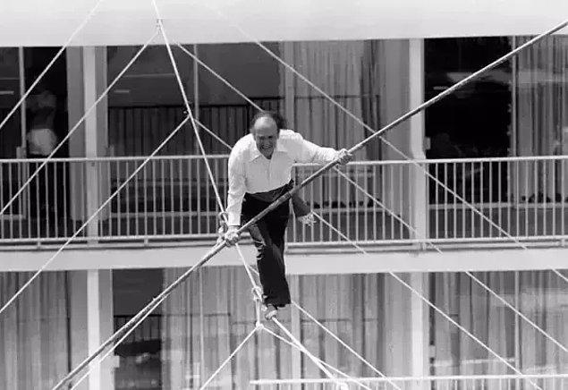 12. Karl Wallenda'nın 35 metreden daha yüksek bir yerden düşmeden önce çekilen fotoğrafı: