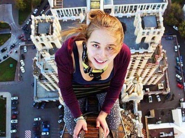 6. 18 yaşındaki Xenia Ignatyeva'nın oldukça yüksek bir köprüye tırmanırken çektiği fotoğraf: