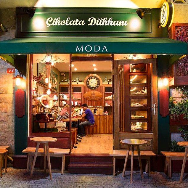 30 bin TL'lik birikimini Kadıköy Moda'da 'Çikolata Dükkanı' adındaki 13 metrekarelik dükkanını açmak için kullanarak 2012'de işe başladı.