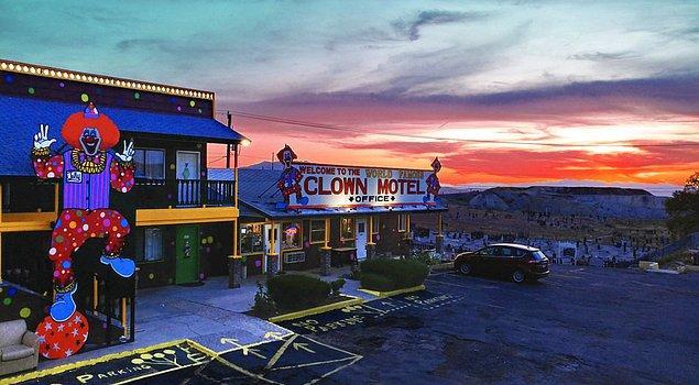Geceyi bir korku filminin içinde geçirmek istiyorsanız, durmayın Nevada'daki Palyaço Oteli tam size göre!