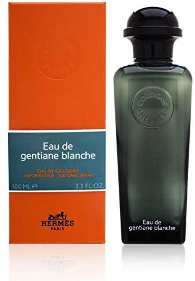 7. Hermes unisex parfümün notalarındaki kantaron, iris, beyaz misk, meşe yosunu ve tütsü ile zincirlerinizi kırmaya hazır olun.