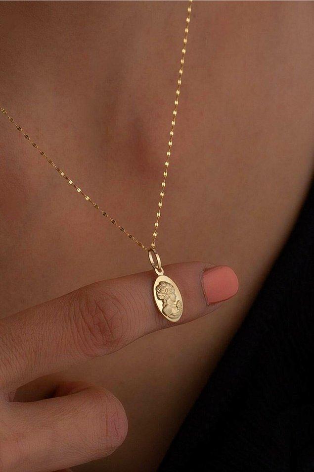4. Bu madalyon kolyeleri Çağla Şikel ile moda oldu.