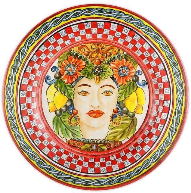 11. Böyle güzel bir yemek tabağında yemek yemek, sofralar hazırlamak çok hoşunuza gidecek.