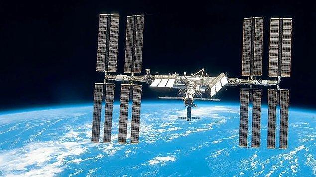 Uzay İstasyonu ve Uzak Mekiği Nedir?