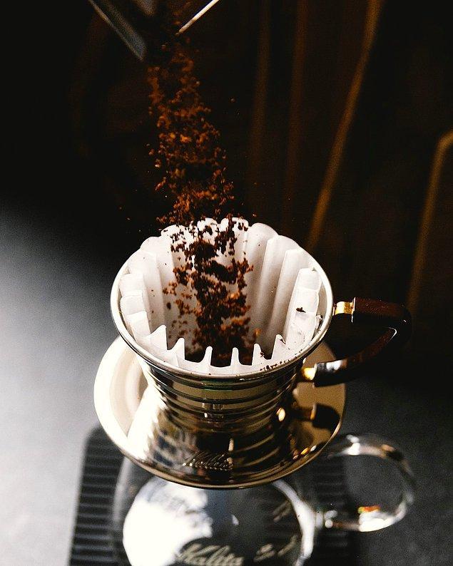 Çekirdek halindeki kahveyi dilediğiniz boyutta öğütebilir, böylelikle demleme yönteminize uygun bir kahve elde edebilirsiniz.