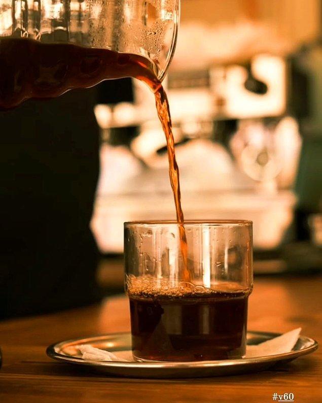 Kahvenin sunumu da hazzı artıran detaylardan değil mi?