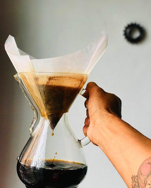 Chemex metodunu sevenler de diğer kahve demleme yöntemlerinin yanından geçmiyor. Üstelik görünümü de oldukça şık! ❤️