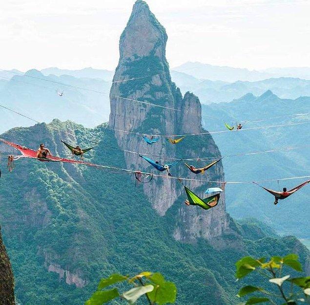 7. Çin'in Shangai Dağları'nda yapılan bir gökyüzü kampı: